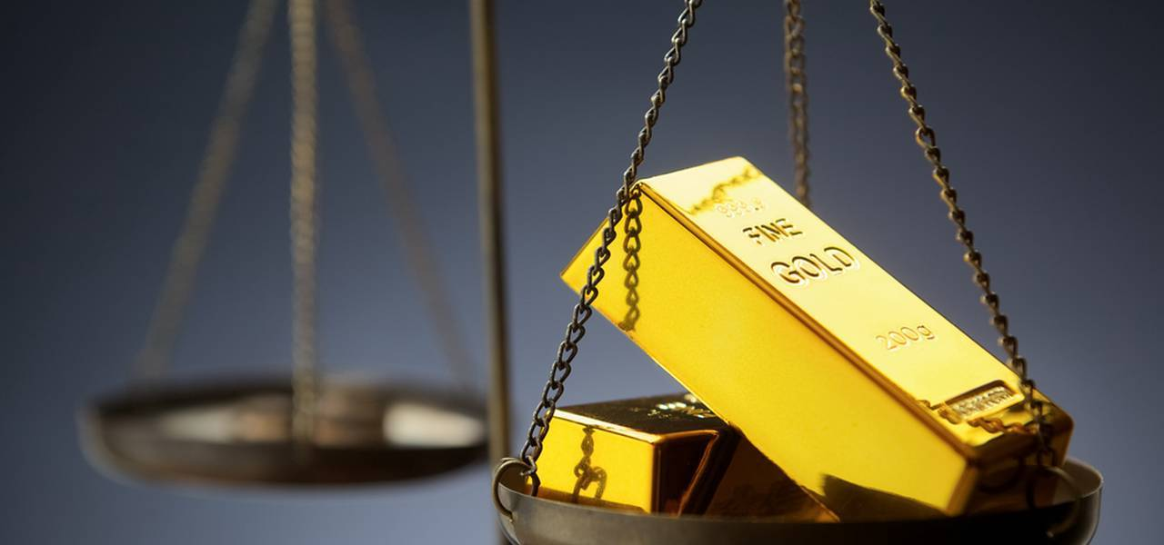 Gold soars on American data