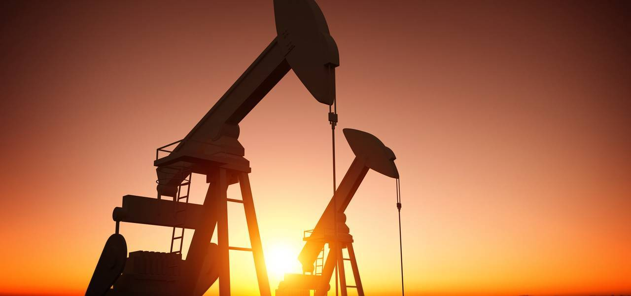 OIL: three reasons to sell