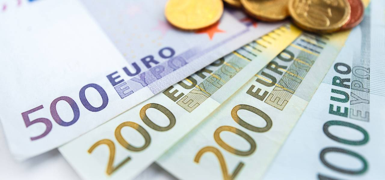 EUR/USD: a year-long downtrend?