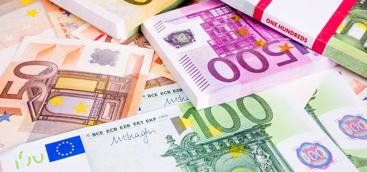 EUR/USD : Bullish trend gains further momentum and targets 1.21 area